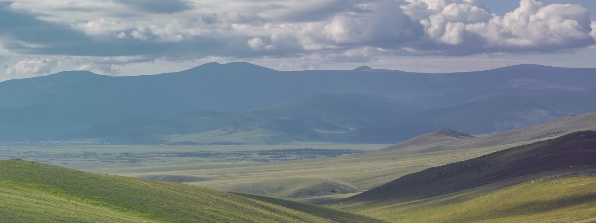 die Weite der Steppen in der Mongolei